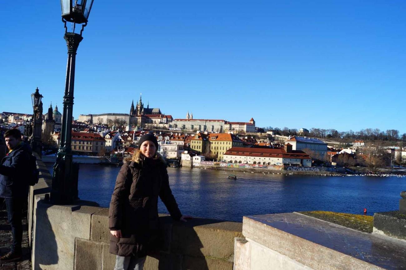 Reisebloggerin auf Karlsbrücke