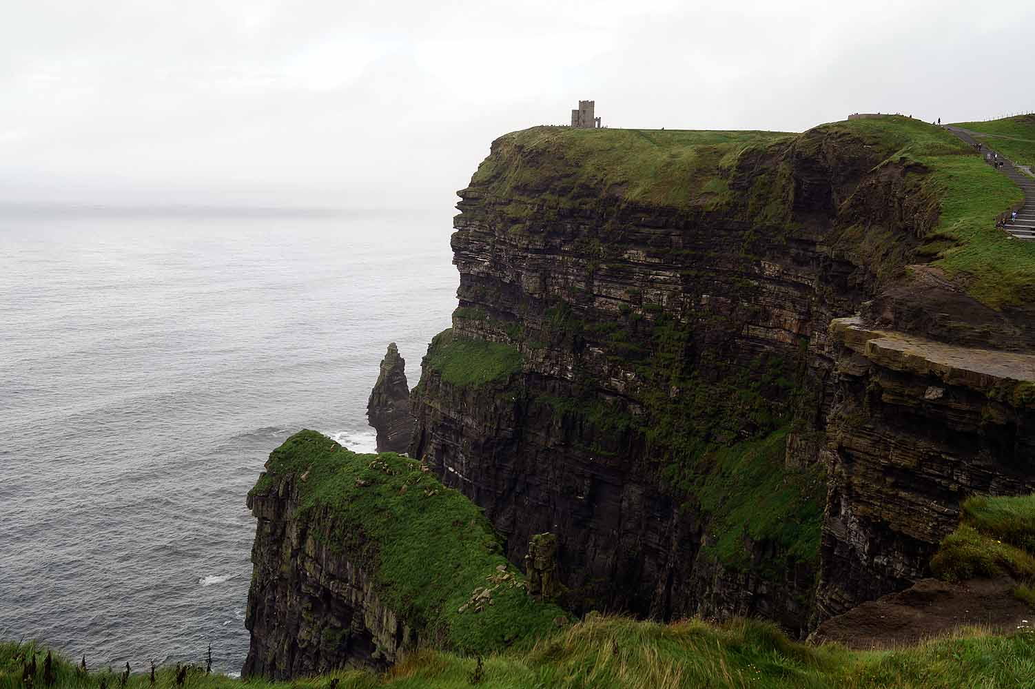 O Briens Tower bei den Cliffs of Moher